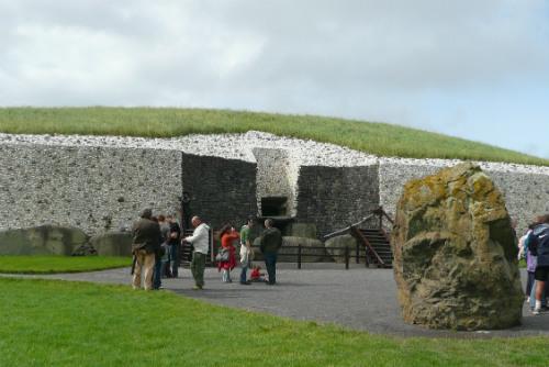 newgrange-neolithic-tomb-ireland_ohdi51
