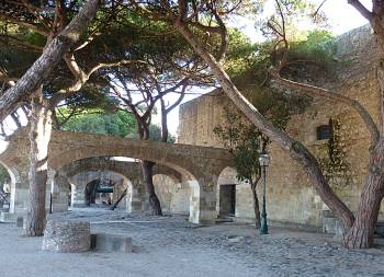 ruins of palace of the alacova